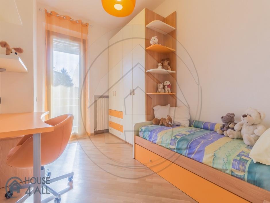 Mariano Comense,5 Bedrooms Bedrooms,10 Rooms Rooms,6 BathroomsBathrooms,Ville,1618