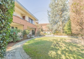 Mariano Comense,5 Bedrooms Bedrooms,10 Rooms Rooms,6 BathroomsBathrooms,Ville,1618